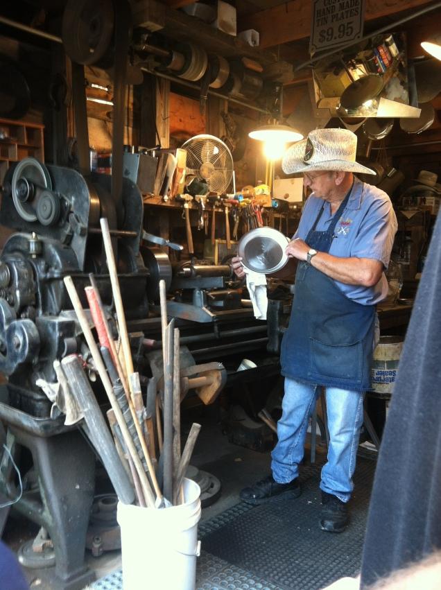 Tin maker